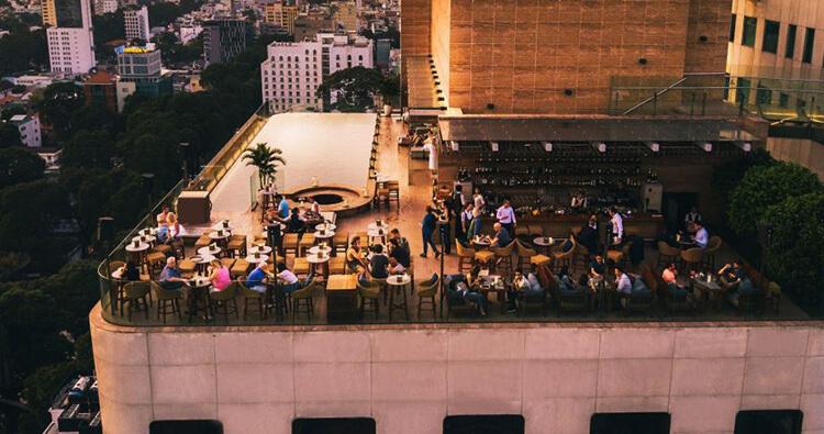 Quầy bar khách trện trên tầng thượng